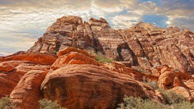 صخور تحمل التاريخ وتروي حكايا الزمان